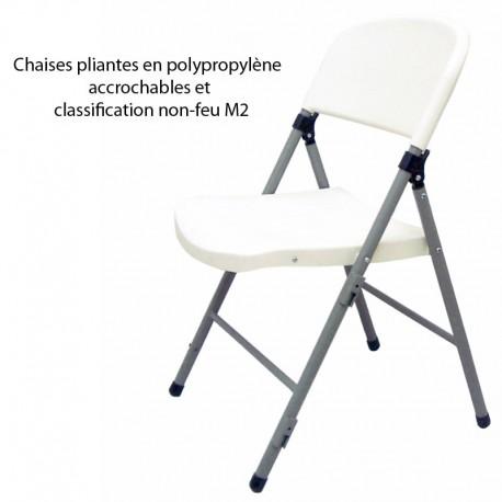 Chaises pliantes en polypropylène accrochables et classification non-feu M2 Commande de 6 unités minimum